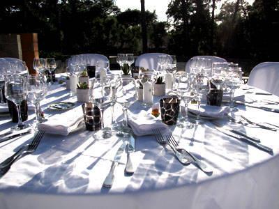 La Table est dressée avec Commis D'Office Traiteur à Capbreton